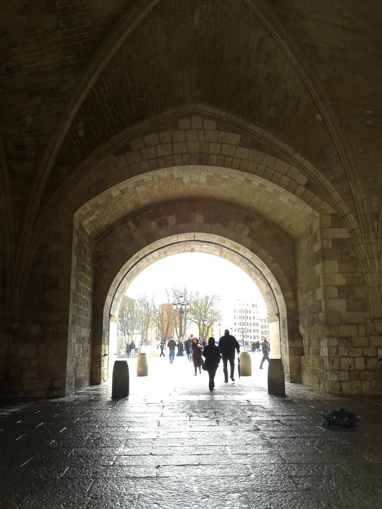 Burgos. Arco de Santa María (desde la plaza de la Catedral)