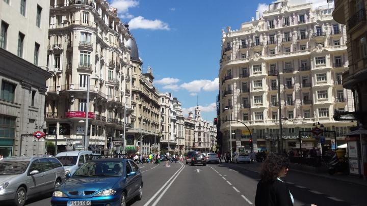 La Gran Vía de Madrid, de día