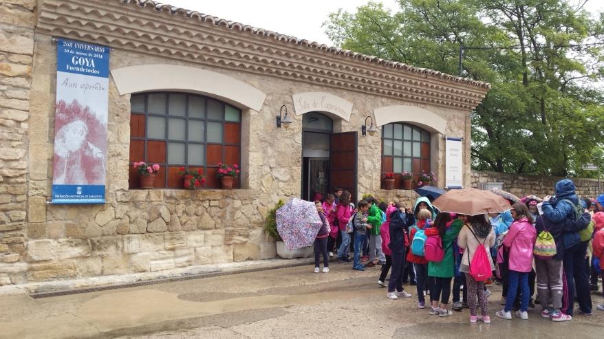 Niños en un museo