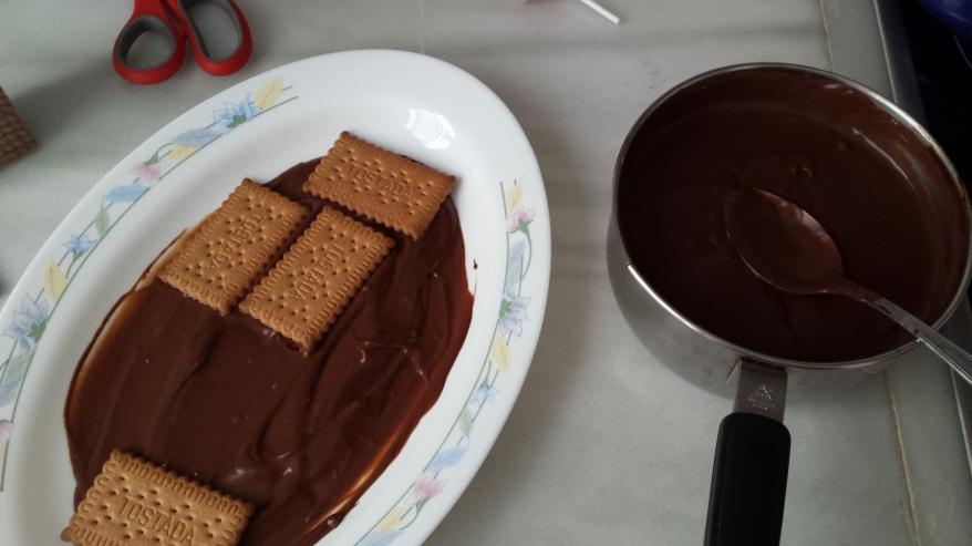Primera capa de choco y galletas