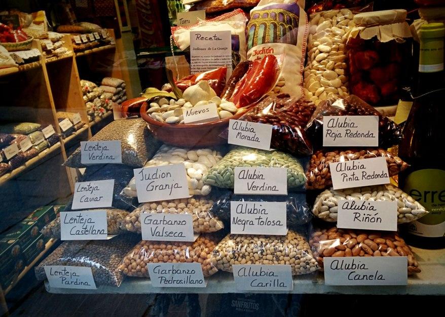 Segovia - Escaparte con alimentos típicos