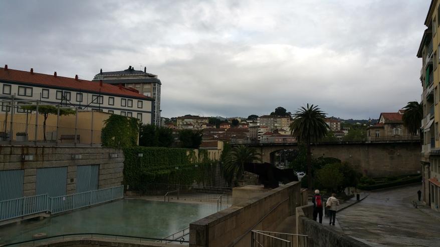Orense: Piscina de agua caliente de As Burgas, cerca de la Plaza mayor