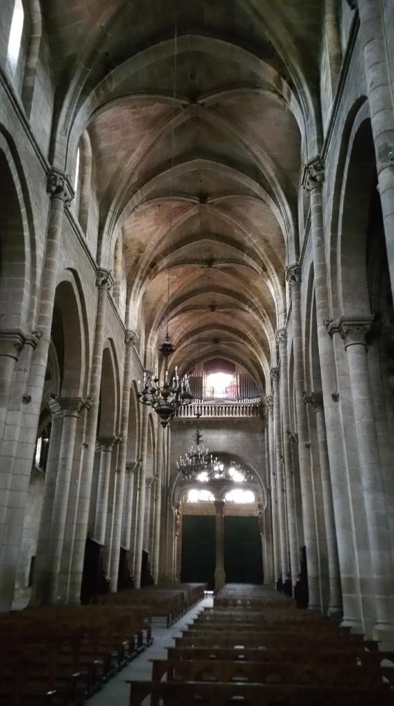 Orense: nave central de la catedral