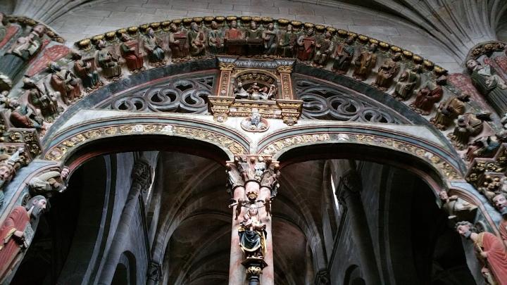 Orense: parte alta del Pórtico del Paraíso en la catedral