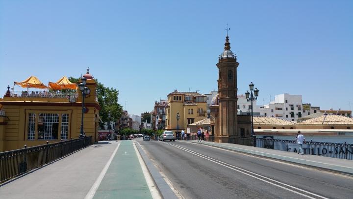 Sevilla.- El puente de Triana