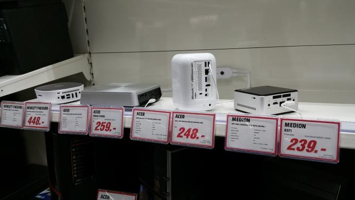 Mini-PCs en una tienda de MediaMarkt en Madid