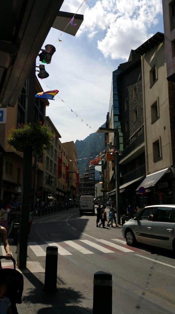 Andorra la Vella. Tramo Oeste de la Avenida Meritxell
