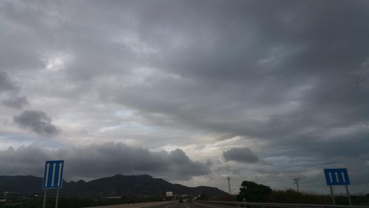 Nubes que quieren asustar