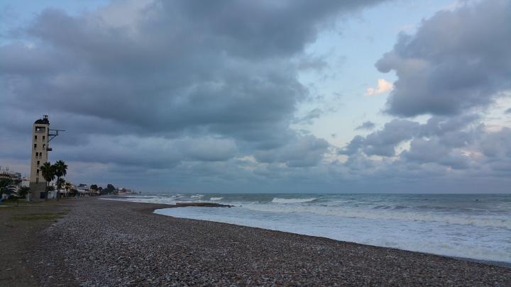 Nubes que decoran la playa