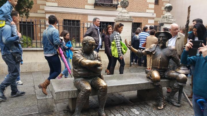 Mercado Cervantino de Alcalá- El Ingenioso Hidalgo de testigo
