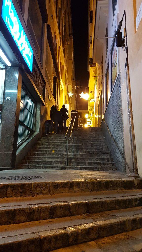 Escalinatas-cerca-de-la-Plaza-del-Mercado-e1481213378338.jpg