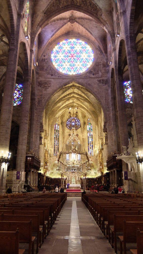 Interior-de-la-Catedral-de-Palma-e1481213266951.jpg